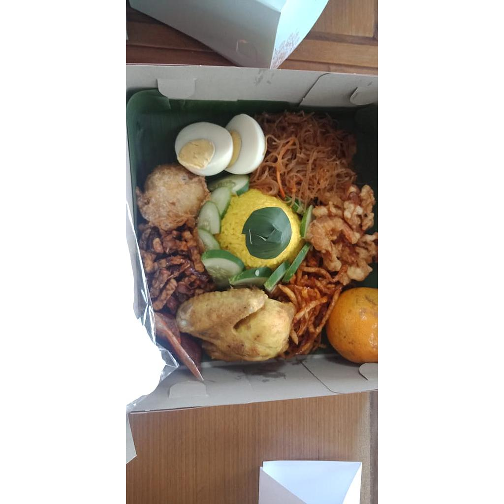 Paket 3 Lunch Box Dapoer Srigendis